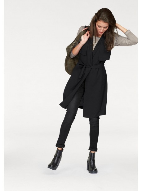 Vestă Aniston