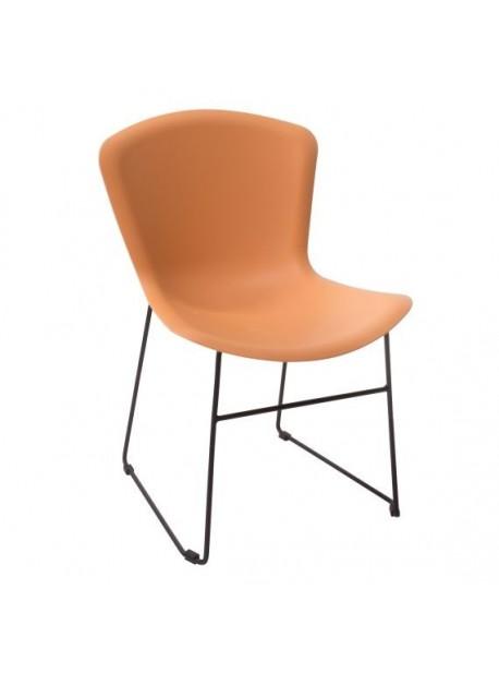 Scaun elegant caramiziu, design minimalist, cu scaun din polipropilenă și cadru metalic neagră